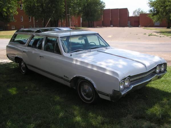 Daily Turismo: 8 of 50: Denise: 1965 Oldsmobile Vista Cruiser