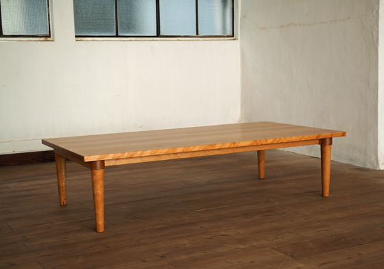 ブラックチェリーのロウテーブル