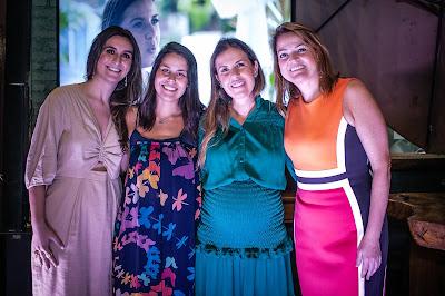 Da esquerda para a direita: Diana Leite, da Artplan, Ana Paula Guimarães - coordenadora de produtos do GNT, Chef Morena Leite e Andreza Santana - diretora de marketing da Electrolux, em evento de lançamento do documentário no restaurante Capim Santo, em São Paulo. (Divulgação)