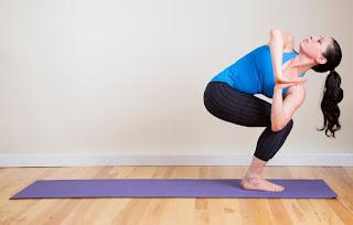 cara mengecilkan betis Manfaat Pose Yoga untuk Kesehatan Tubuh dan Tips memilih pakaian Yoga