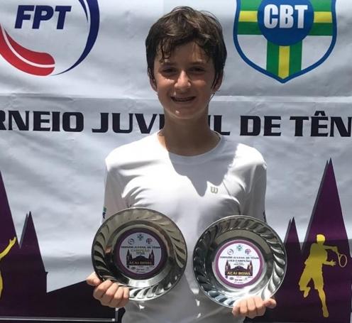 Tenista olimpiense de 13 anos conquista troféus em torneio nacional