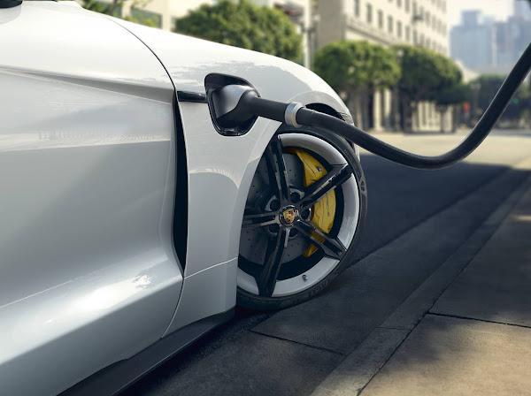 Porsche Taycan 2020 recebe extensa atualização de software