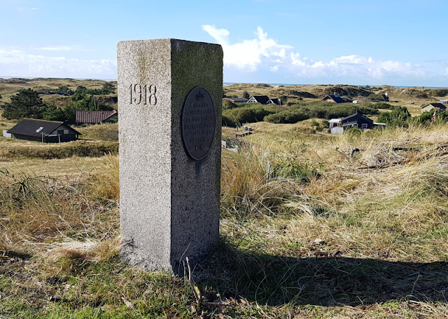 Urlaub auf Fanø mit Kindern: 12 Ausflugstipps für das wunderschöne Sønderho. Auf Fanö befindet sich auch einer der Steine, die der Vermessung Dänemarks dienten.
