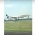 بالفيديو هبوط مذهل لطائرة الخطوط السعودية  هطائرة تحلق مثل الطائرات الحربية شاهد كيف هبط بها
