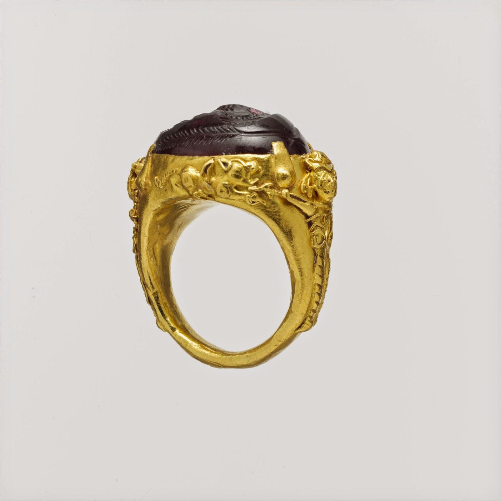 42b0c789fcc8 Anillo de oro con granate