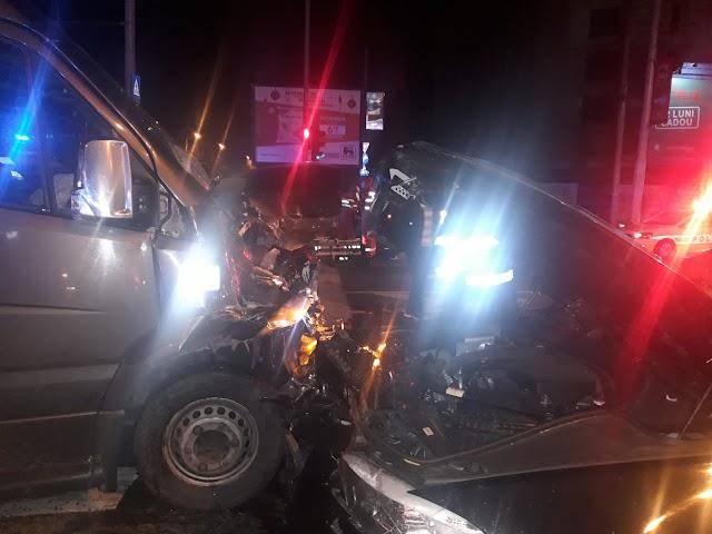 VIDEO/ Accident grav. Carambol cu 4 maşini: 21 de victime