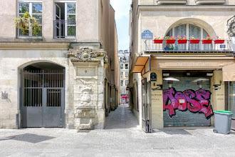 Paris : Rue de Venise, vestige médiéval, modernité triomphante - IVème