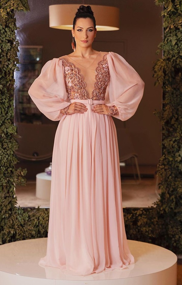 vestido longo rose com mangas longas bufantes