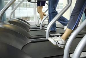 photolibrary_rf_photo_of_people_on_treadmills-300x203