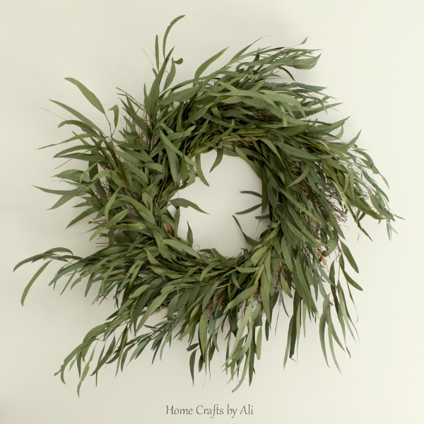 Easy tutorial to make a green wreath for your home