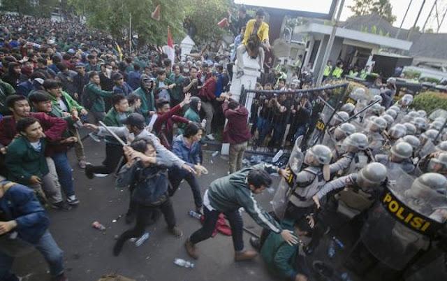 Survei: 77 Persen Warga Dukung Aksi Mahasiswa Demo DPR RI