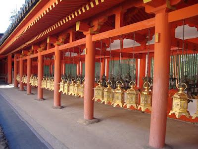 alcune di queste lanterne sono d'oro