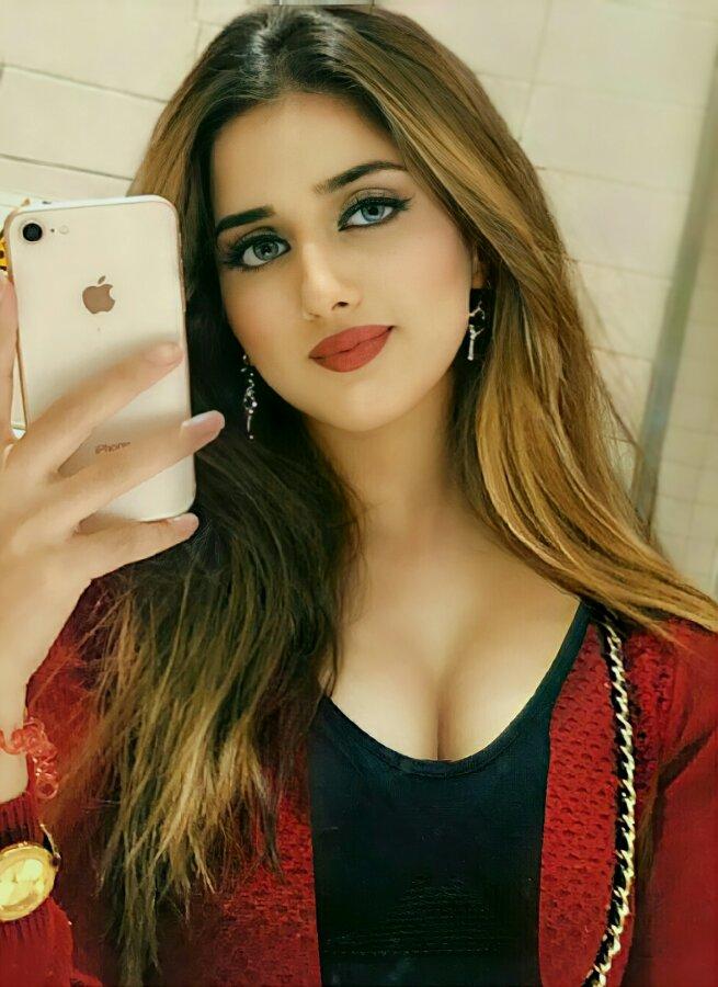 Jannat Mirza hot cleavage pic