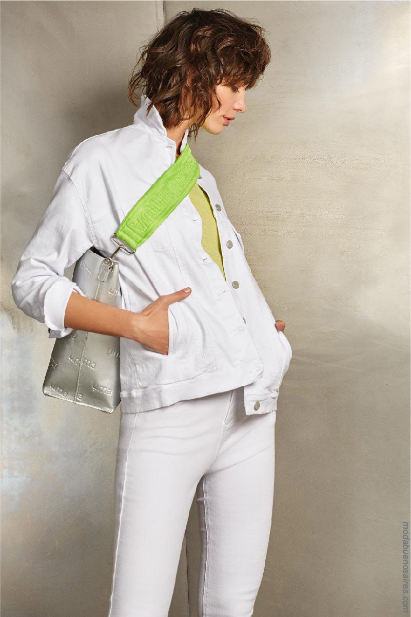 Camperas y pantalones de jeans total white. Moda mujer 2020.