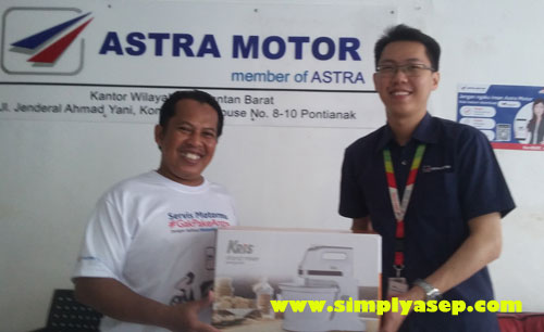 MIXER Standing saya terima dari Pak Suyanto.  Ini loh orangnya yang bernama Pak Suyanto. Analyst Astra Motor Kalbar.  Foto Mas Abbie