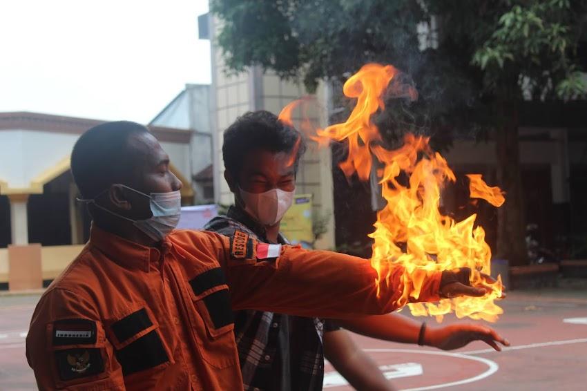 Simulasi Penanganan Kebakaran Sebagai Mitigasi Dini Menghadapi Resiko Kebakaran