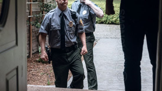 policia provar suspeito autorizou entrada casa