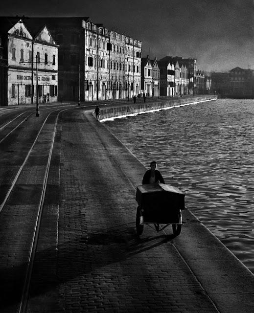 Fan Ho - As Evening Hurries By