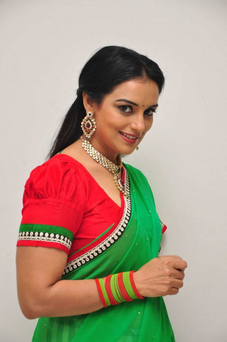 Shweta Menon Stills At She Movie In Green Saree