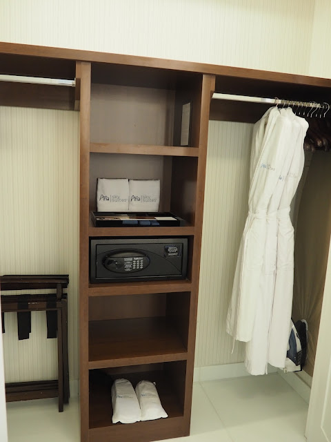 Sky suites at the aria hotel las vegas country mouse claire for Ample closet space