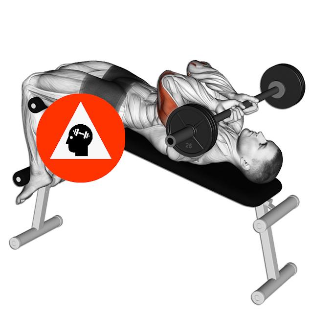 exercice musculation triceps barre au front alllongé