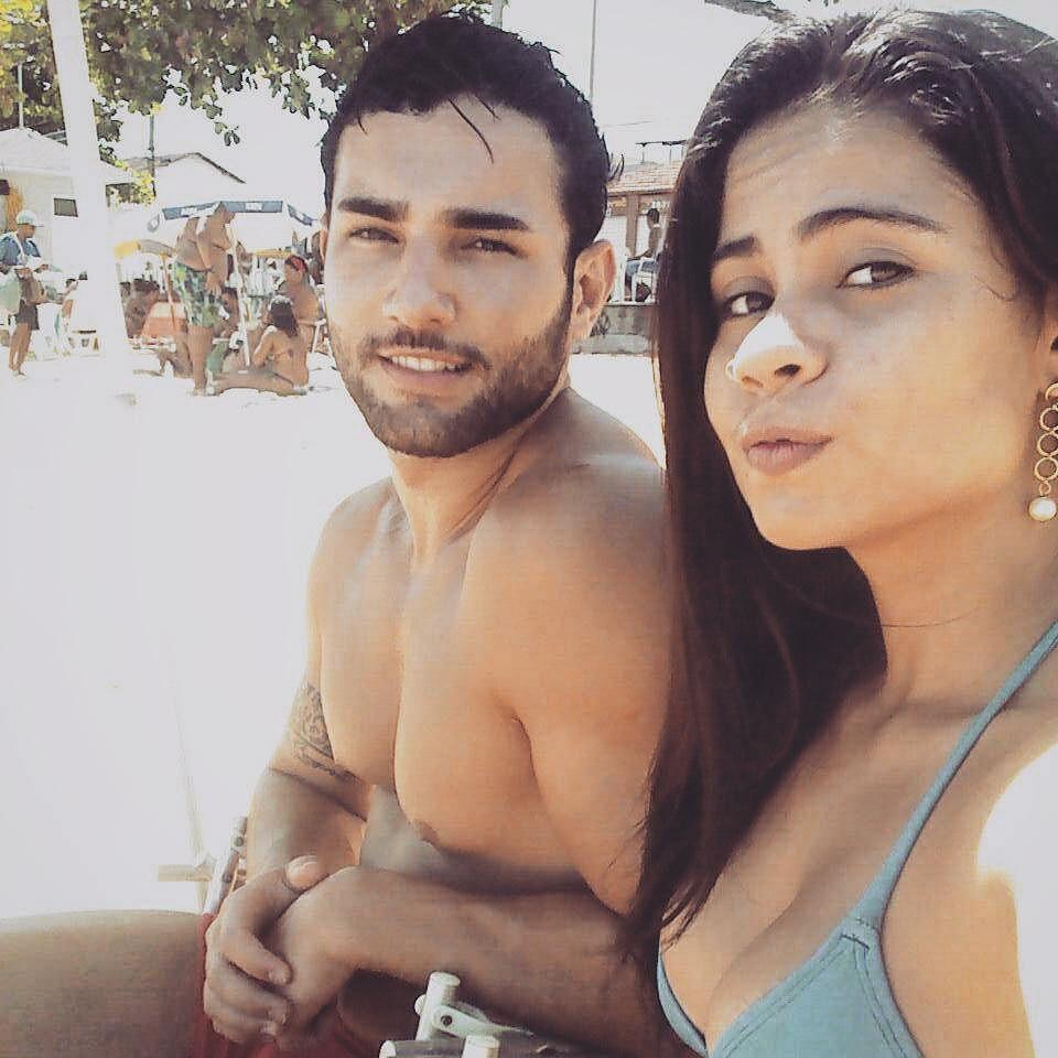 Matheus Lopes pega bronzeado na companhia da namorada Ariane Carneiro. Foto: Arquivo pessoal