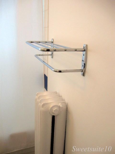 Hotel style towel rack