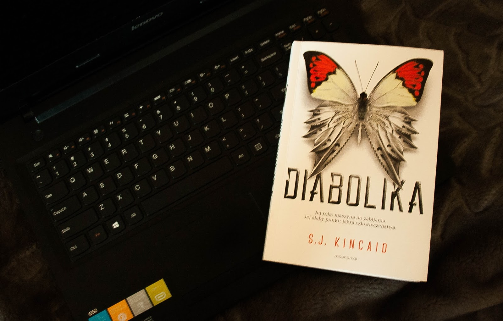 S.J.Kincaid: Diabolika