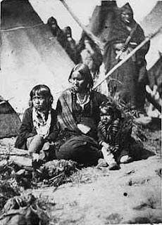 Little Crow's wife and two children at Fort Snelling prison compound. - https://commons.wikimedia.org/wiki/File:Little_Crows_wife_and_two_children_at_Fort_Snelling_prison_compound.jpeg