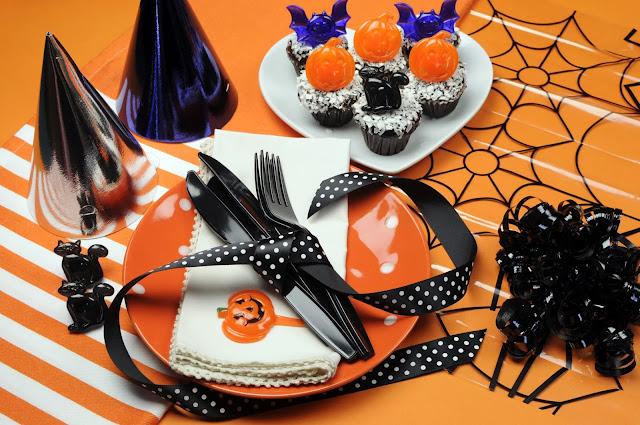 hХэллоуин, 31 октября, Halloween, All Hallows' Eve, All Saints' Eve, тыквы на Хэллоуин, декор для дома на Хэллоуин, украшения на Хэллоуин, декорирование праздничного стола, сервировка на Хэллоуин, как украсить стол на Хэллоуин, варианты декора для праздничного стола, шикарные праздничные украшения на Хэллоуин, монстры на Хэллоуин, привидения для интерьера, декор стола на Хэллоуин, оформление стола монстрами, привидения, тыквы, летучие мыши, зомби, страшилки, своими руками, идеи оформления стола на Хэллоуин, скелеты, Хэллоуин в интерьере, Декор для дома на Хэллоуин своими руками, еда, застолье на Хэллоуин, ttp://prazdnichnymir.ru/ Сервировка стола на Хэллоуин
