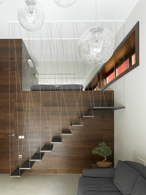 Single storey string attached stairs