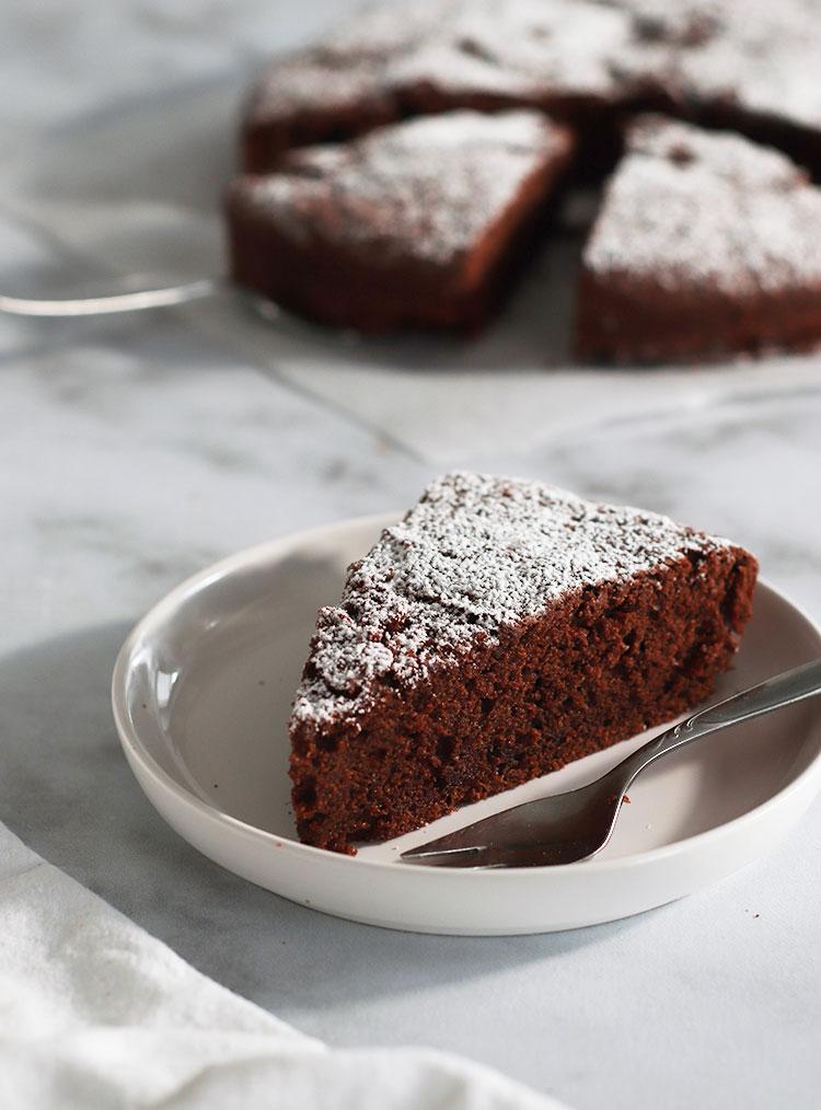 Part de gâteau moelleux au chocolat