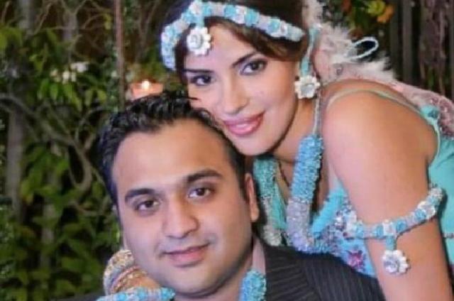 Rina Aswani señala que descubrió en septiembre de 2018 que su esposo la había removido de su propiedad Mohinani Group, empresa que representa las tiendas de Pandora, Thomas Sabo, HeartsonFire y Mg Joyeros