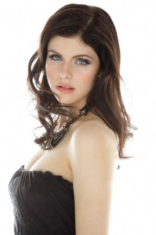 Alexandra Daddario Latest Hot Photos