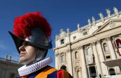 يستخدم الحرس السويسري في الفاتيكان خوذات مطبوعة ثلاثية الأبعاد