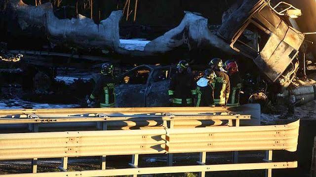 Βυτιοφόρο πήρε φωτιά μετά από τροχαίο - 6 νεκροί ανάμεσα τους δυο παιδιά