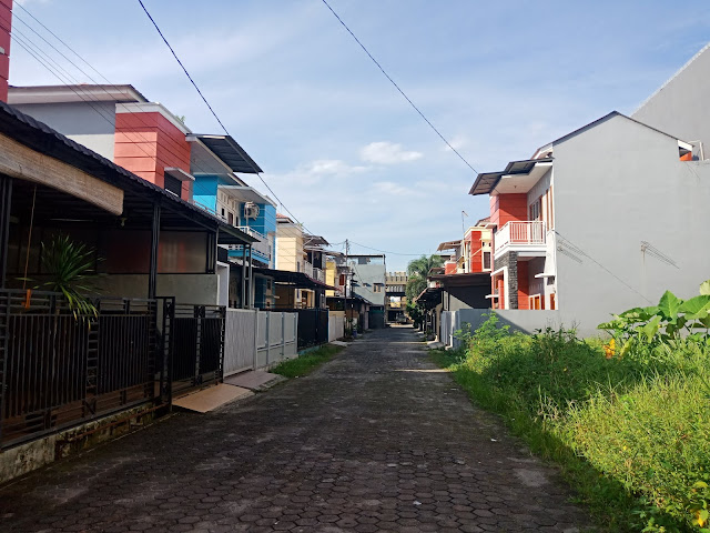 Row jalan Rumah minimalis 2 lantai di Pasar 1 Setiabudi di Komplek Artha Laksa dekat Sekolah Namira dan USU Medan Sumatera Utara