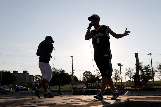 """""""Olhando pro Céu"""" traz uma nova fase para o grupo Irmandade das Ruas"""