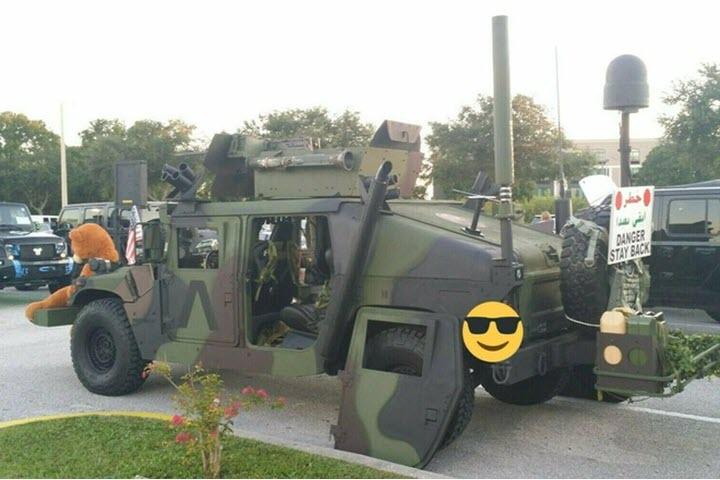 Humvee gắn súng máy rao bán trên eBay