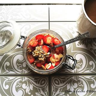https://danslacuisinedhilary.blogspot.com/2017/07/overnight-oats-avoine-chia-fraises-amandes.html