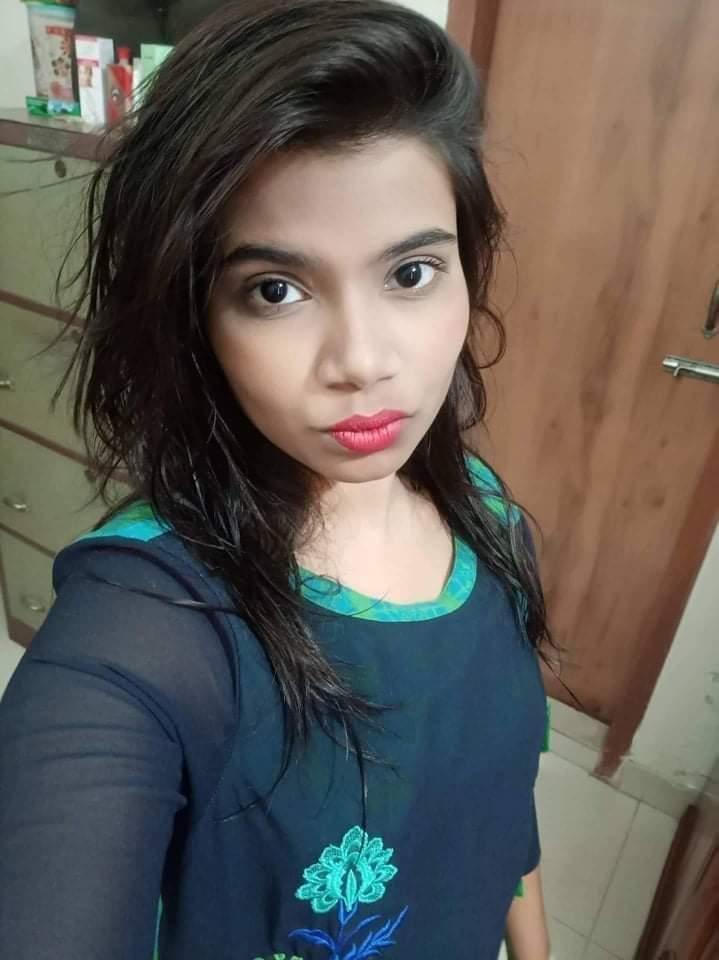 Desi Horny Girl Nude Selfie