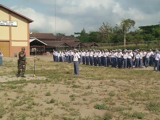 Koramil 12/Manisrenggo Dampingi Upacara Bendera Di SMK Tunggal Cipta