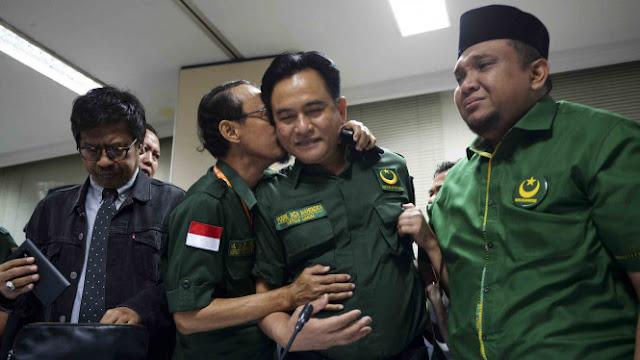 PBB Masih Abu-abu, Kubu Jokowi Sorot Yusril dari Tiga Sisi
