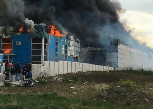 Waste recycling plant warehouse burned in Tirana