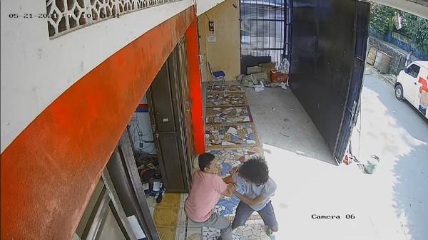 Cerita Kurir Ganja Terima Paket 'Baju' Lalu Duel dengan Polisi Sukabumi