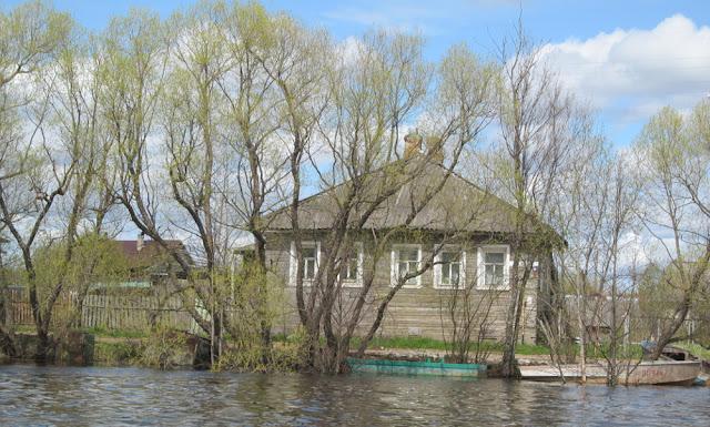 Лодки возле домов