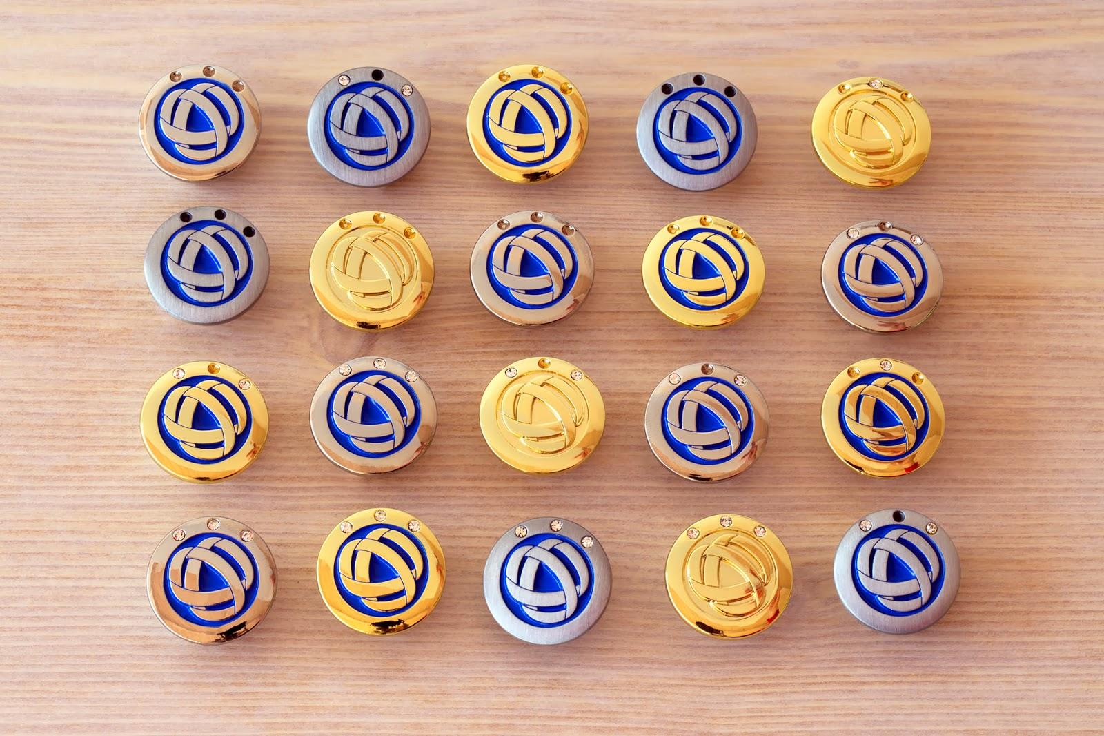 Pins personalizzate con brillantini incastonati