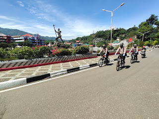 Patroli Bersepeda Sat Sabhara Polres Tana Toraja, Aktif Humanis Ingatkan Warga Patuhi Prokes 5M