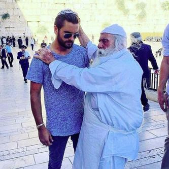 Instamag-Scott Disick has been blessed by a rabbi
