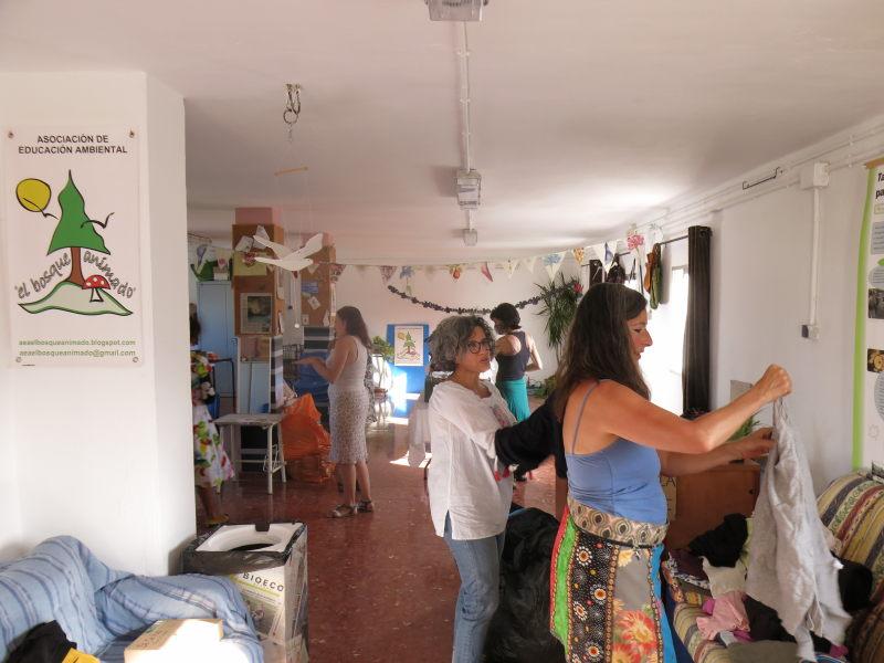 Intercambio de ropa en AEA El Bosque Animado Benarrabá